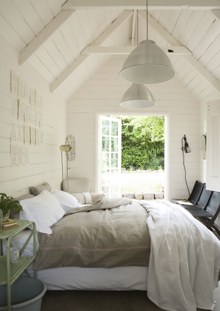 WAYS TO CREATE A RELAXING BEDROOM